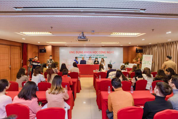 """Frujt Slim tổ chức talkshow """"Ứng dụng khoa học công nghệ"""" tại Hội trường Vplace"""