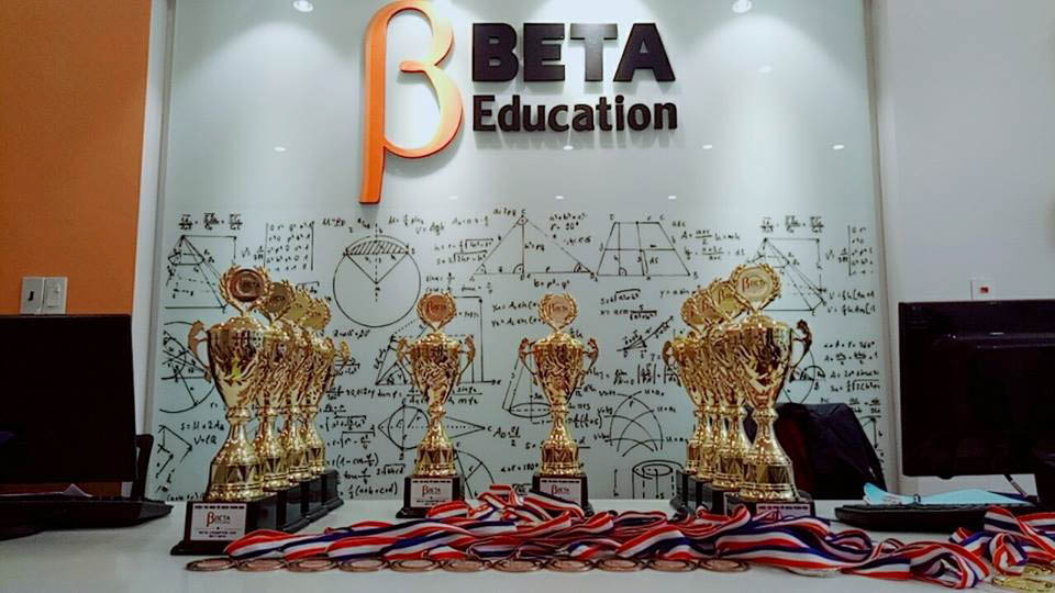 hội trường vinh danh học sinh beta1