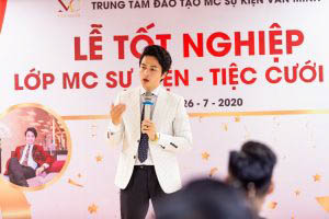 """""""Lễ tốt nghiệp MC sự kiện - tiệc cưới K23"""" diễn ra long trọng tại Hội trường Vplace"""