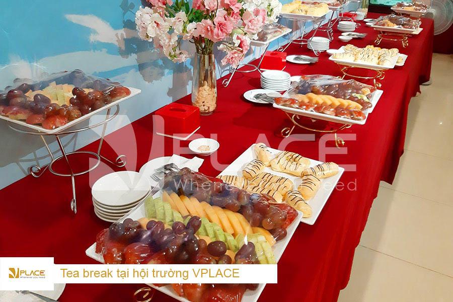 Tea break ngon và đẹp mắt tại hội trường VPLACE