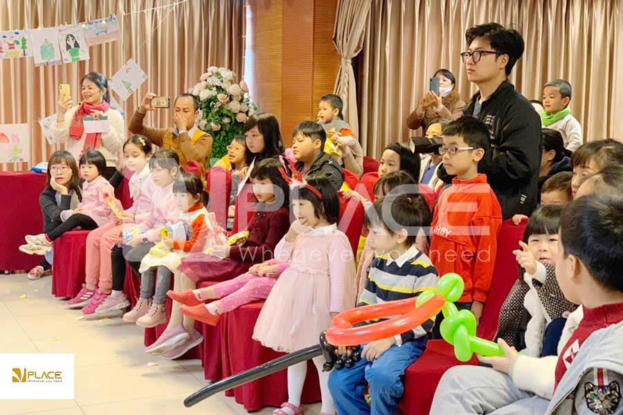 Xác định số lượng khách mời tham gia trước khi tổ chức giáng sinh