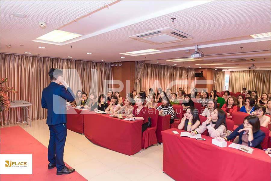 tổ chức hội thảo nội bộ giúp nhân viên cải thiện chuyên môn